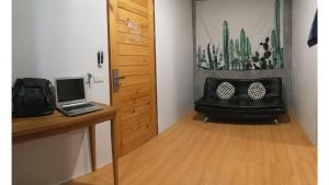 En tv och/eller ett underhållningssystem på Samui Us hostel