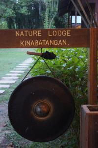 Das Logo oder Schild der Lodge