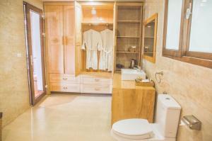 A bathroom at Thảo Viên Resort