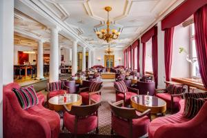 A restaurant or other place to eat at Grand Hotel des Bains Kempinski
