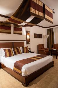 سرير أو أسرّة في غرفة في  فندق و سبا افريكانا