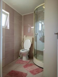 A bathroom at Elizabeth's Rooms
