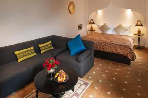 Ein Sitzbereich in der Unterkunft Riad Star by Marrakech Riad