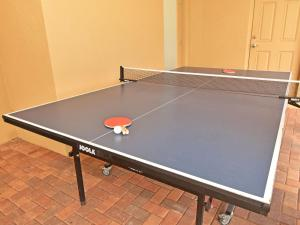 Table tennis facilities at Holiday Home Tripoli or nearby