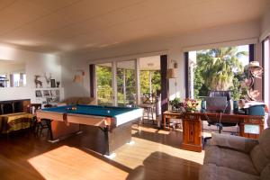 A billiards table at Hilltop Legacy Vacation Rental