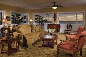 A seating area at Holiday Inn Bar Harbor Regency Hotel