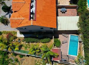Uma vista da piscina em NICE HOUSE WITH PRIVATE POOL IN GOLD COAST ou nos arredores