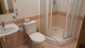 A bathroom at Sventes Muiža