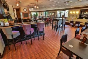 A restaurant or other place to eat at Campanile Milton Keynes - Fenny Stratford