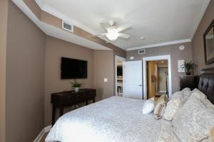A bed or beds in a room at Grand Panama 1-1201 3-bed