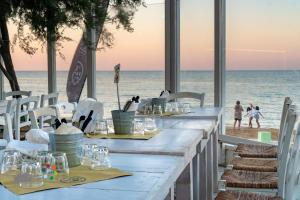 A restaurant or other place to eat at Villaggio Camping Spiaggia Lunga