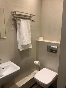 Ein Badezimmer in der Unterkunft Millrather Brauhaus