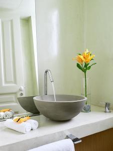 A bathroom at Thiseio 1915