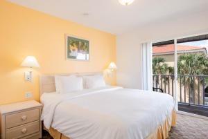 A bed or beds in a room at Hapimag Orlando - Lake Berkley Resort