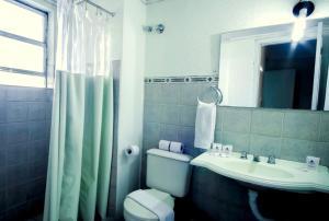 A bathroom at Umbu Hotel Porto Alegre - Próx a Santa Casa - Possui estacionamento com custo adicional