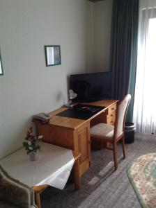 A television and/or entertainment center at Hotel Zum Stresemann
