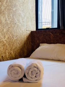 Ein Bett oder Betten in einem Zimmer der Unterkunft RALPH Bangkok