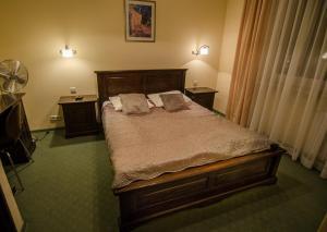 Łóżko lub łóżka w pokoju w obiekcie Hotel Kamena