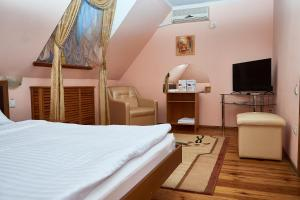 A bed or beds in a room at Gostiniy Dvor Non-Stop