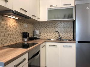 Kuchyň nebo kuchyňský kout v ubytování 15 minutes from city center !