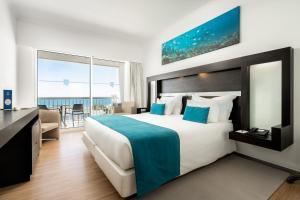 Uma cama ou camas num quarto em Jupiter Algarve Hotel