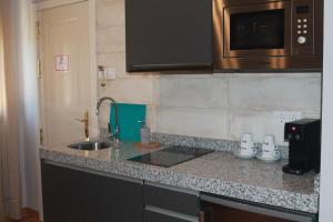 A kitchen or kitchenette at Hotel Torre del Oro