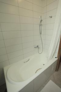 A bathroom at Novie Gorki