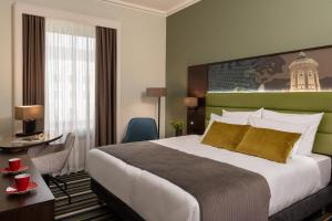A bed or beds in a room at Leonardo Royal Hotel Mannheim