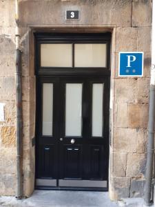 The facade or entrance of Pension Luxury Lo Bilbao