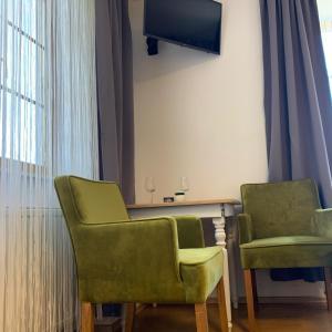Ein Sitzbereich in der Unterkunft Gasthaus & Hotel Backhendlstation