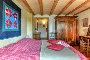 A bed or beds in a room at Gite Soyez