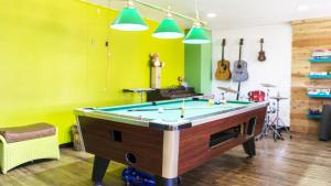 A pool table at ITH Colive Balboa Park