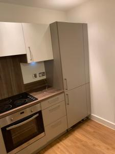 A kitchen or kitchenette at lovely 2 bedroom apartment