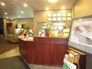 The lobby or reception area at Super 8 by Wyndham Castlegar BC