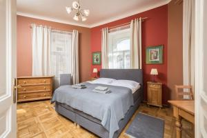 A bed or beds in a room at Liliova Apartments