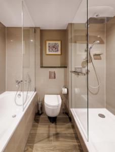 A bathroom at Hilton Munich City