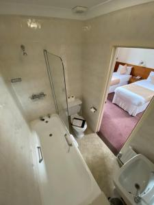 A bathroom at The Ocean View Hotel