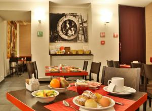 A restaurant or other place to eat at Best Western Porto Antico