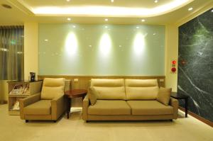 A seating area at Fupin Hotel