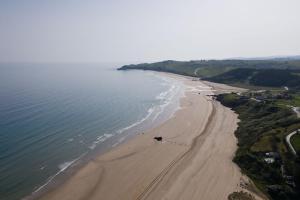 Bungalows Playa de Oyambre a vista de pájaro