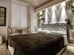 A bed or beds in a room at Piccolo Signoria Apartment