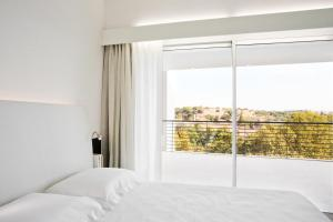 A bed or beds in a room at Lungotevere Suite