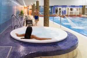 Bazén v ubytování Wellness Hotel Step nebo v jeho okolí