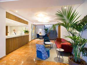 De lobby of receptie bij Hotel Osiris Ibiza