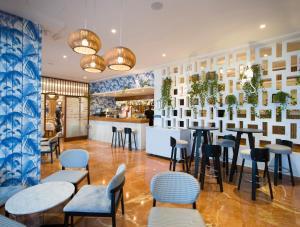 De lounge of bar bij Hotel Osiris Ibiza
