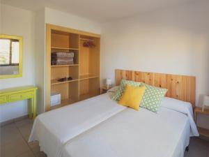 Een bed of bedden in een kamer bij Atlantic Garden Beach Mate