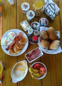 Opções de café da manhã disponíveis para hóspedes em Art bnb - art, nature, adventure, away from tourism, among locals, many extras
