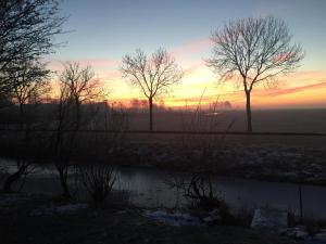 De zonsopgang of zonsondergang vanuit de bed & breakfast