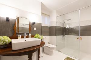 A bathroom at Manuel Manor