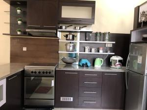 A kitchen or kitchenette at Sudji's House